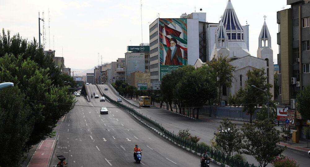Panorama de rua após aumento de restrições para conter a propagação da doença do coronavírus (COVID-19) em Teerã, Irã, 21 de julho de 2021