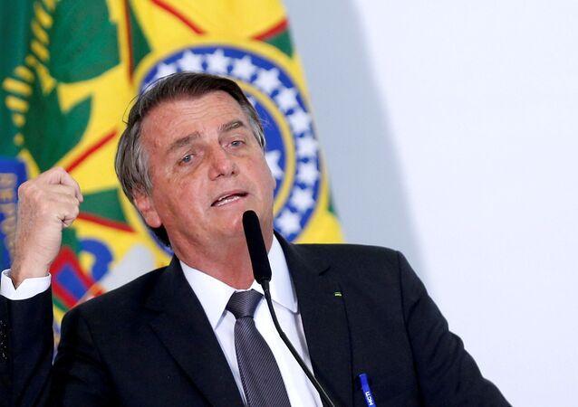 Presidente do Brasil, Jair Bolsonaro, fala durante cerimônia para assinar a lei de privatização da estatal Eletrobras, no Palácio do Planalto, em Brasília, Brasil, 13 de julho de 2021