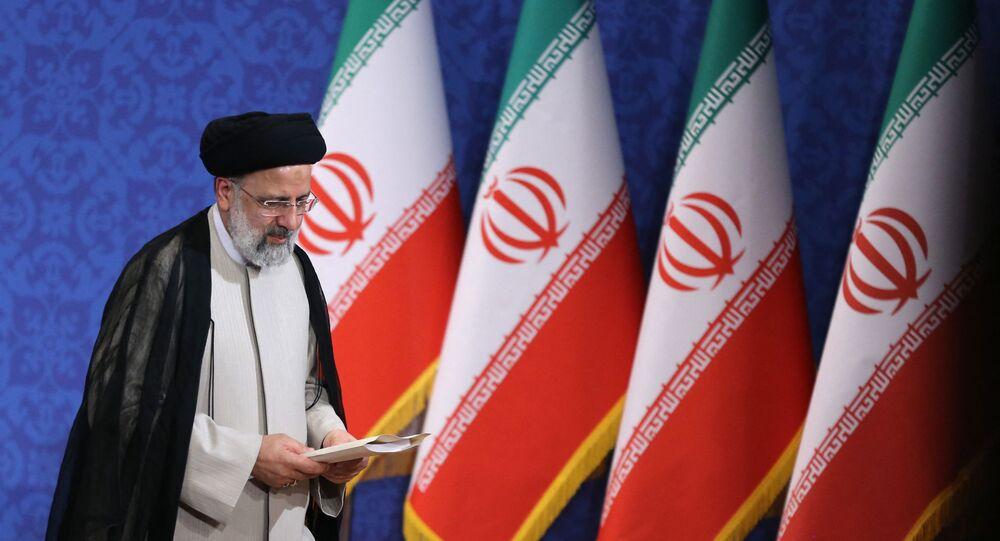 Ebrahim Raisi, presidente eleito do Irã, durante sua primeira coletiva de imprensa em Teerã, Irã, 21 de junho de 2021
