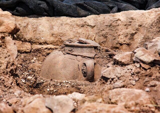 Cerâmica encontrada em Gate  (imagem relacionada)