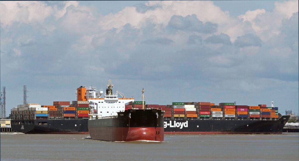 Navios de carga (imagem referencial)