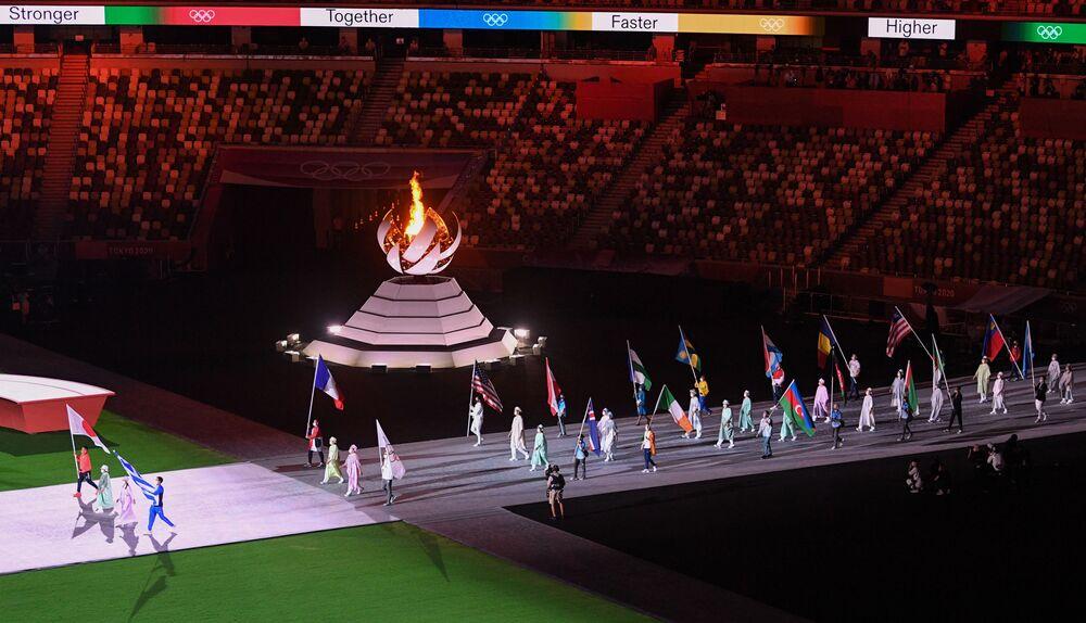 Desfile de atletas durante a cerimônia de encerramento dos XXXII Jogos Olímpicos, no Estádio Olímpico Nacional, em Tóquio