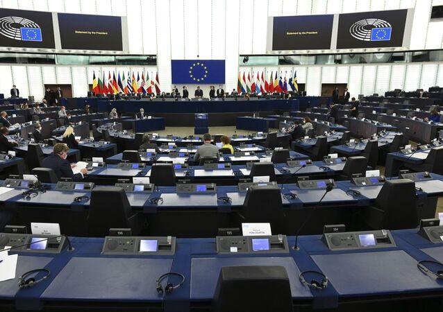 Membros do Parlamento Europeu participam da abertura da sessão plenária do Parlamento Europeu em Estrasburgo, Leste da França, 7 de junho de 2021