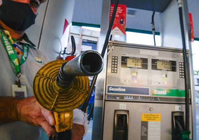 Preço da gasolina pode disparar e etanol entrar em falta por causa da escassez de álcool anidro, 11 de maio de 2021