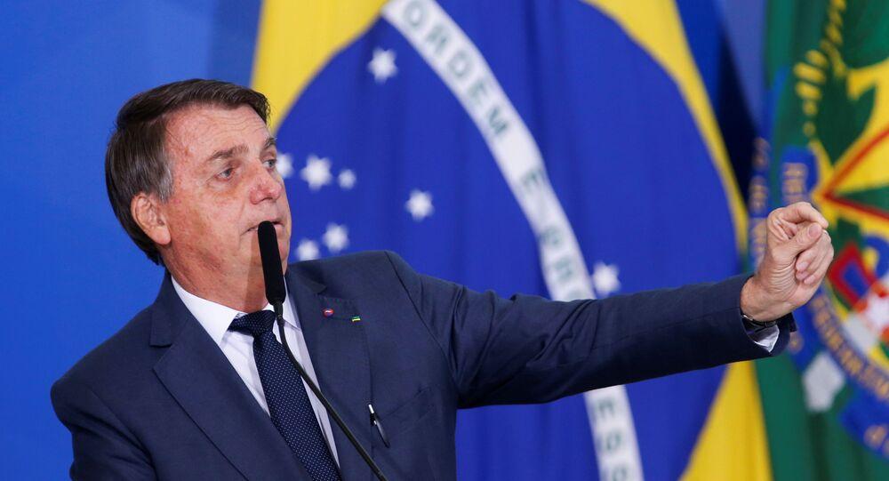 Presidente do Brasil, Jair Bolsonaro, fala durante cerimônia de assinatura de medida provisória sobre o mercado de combustíveis no Palácio do Planalto, em Brasília, 11 de agosto de 2021