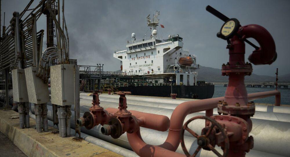 O petroleiro de bandeira iraniana Fortune atracou na refinaria de El Palito após sua chegada a Puerto Cabello, no estado de Carabobo, Venezuela, em 25 de maio de 2020