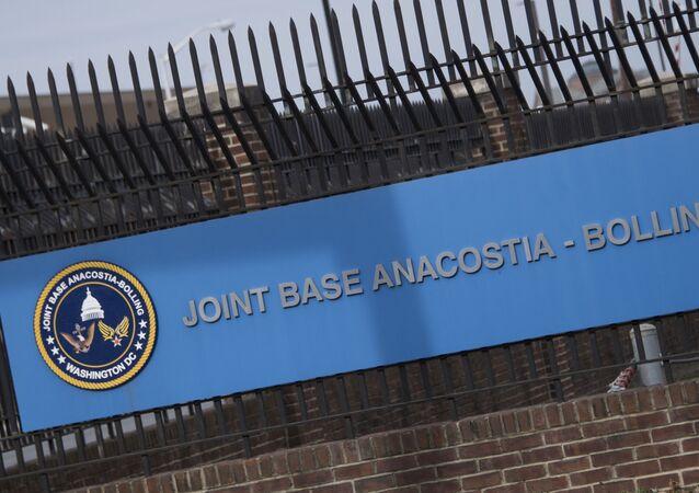 Portão de entrada da Base Conjunta Anacostia-Bolling em Washington, EUA, 27 de março de 2018