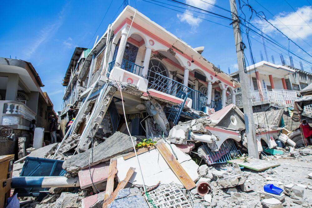 Uma das muitas casas destruídas pelo impacto do terremoto de magnitude 7,2 em Les Cayes, no Haiti, 14 de agosto de 2021