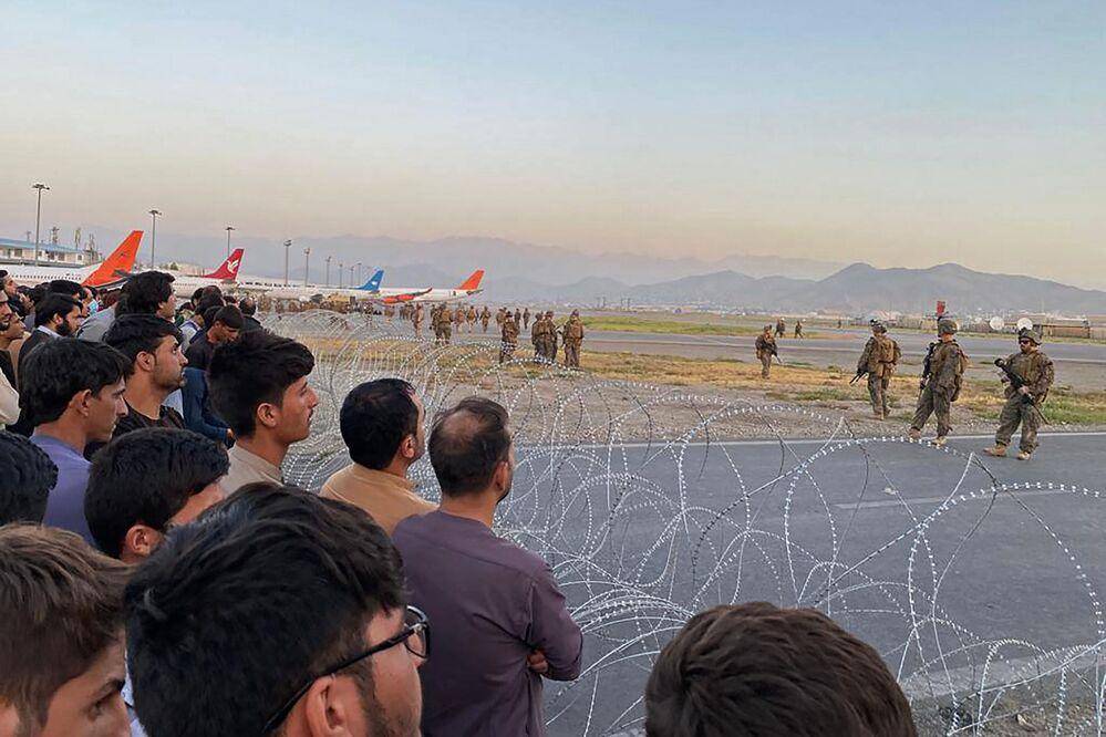 Soldados norte-americanos no aeroporto de Cabul, 16 de agosto de 2021