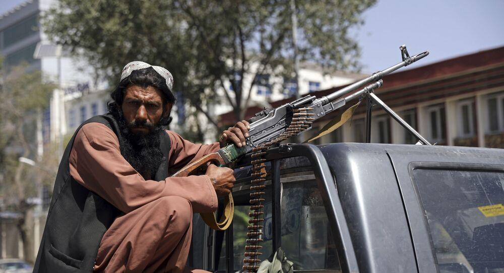Militante do Talibã em Cabul, Afeganistão, 16 de agosto de 2021