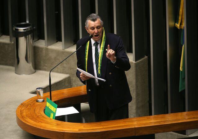 Luis Carlos Heinze no plenário da Câmara