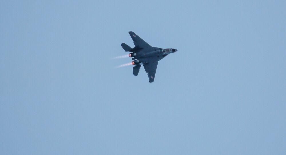 Caça MiG-29K durante voo de treinamento na região de Murmansk, Rússia (imagem referencial)