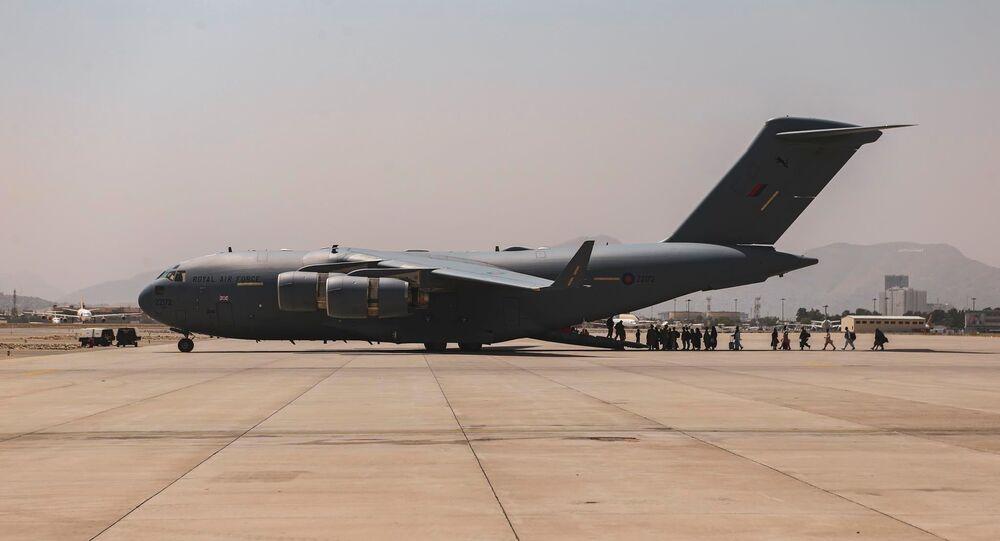 Boeing C-17 Globemaster III durante evacuação no Aeroporto Internacional de Cabul, Afeganistão