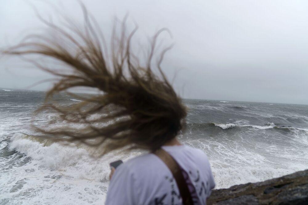 Grandes ondas durante tempestade tropical Henri, em Newport, Rhode Island, EUA, 22 de agosto de 2021