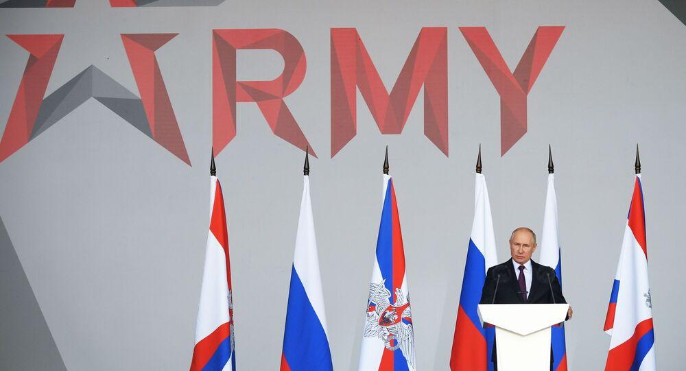 Presidente russo Vladimir Putin durante cerimônia de abertura do Fórum Internacional EXÉRCITO 2021 nos arredores de Moscou, 23 de agosto de 2021