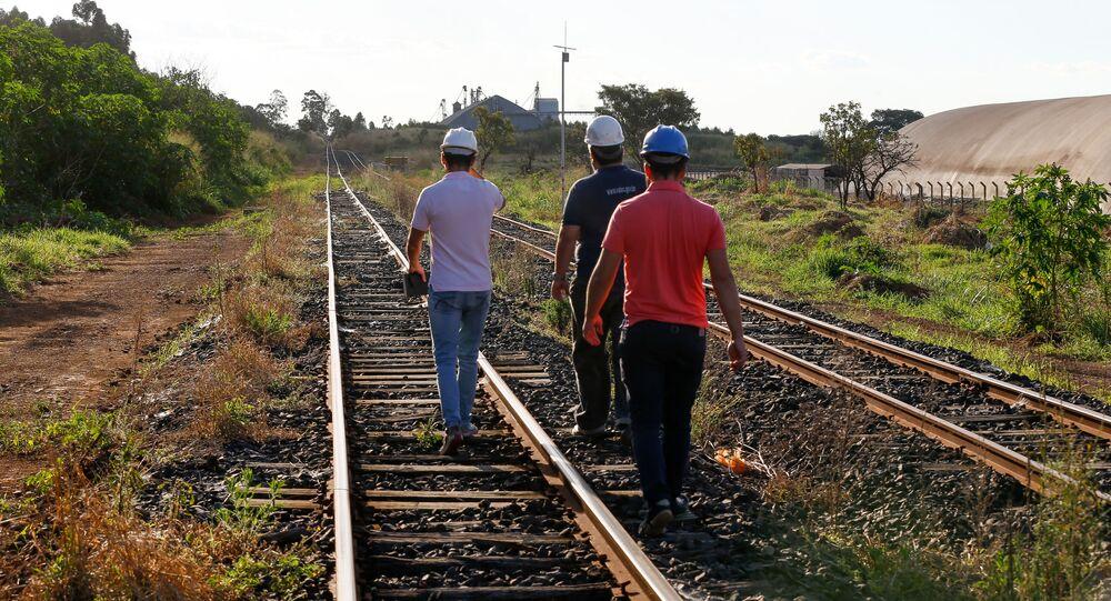 Trecho da ferrovia Norte-Sul, em Anápolis, Goiás