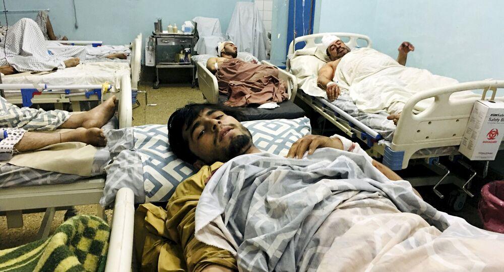 Feridos no hospital, na sequência das explosões no exterior do aeroporto em Cabul, Afeganistão, 26 de agosto de 2021