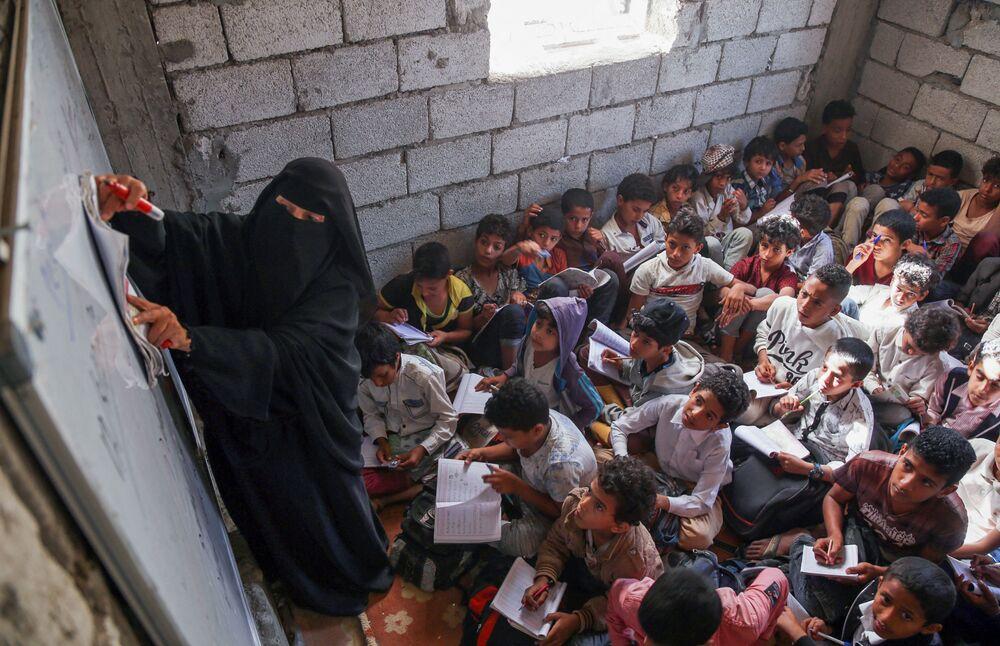 Aula em uma escola no Iêmen