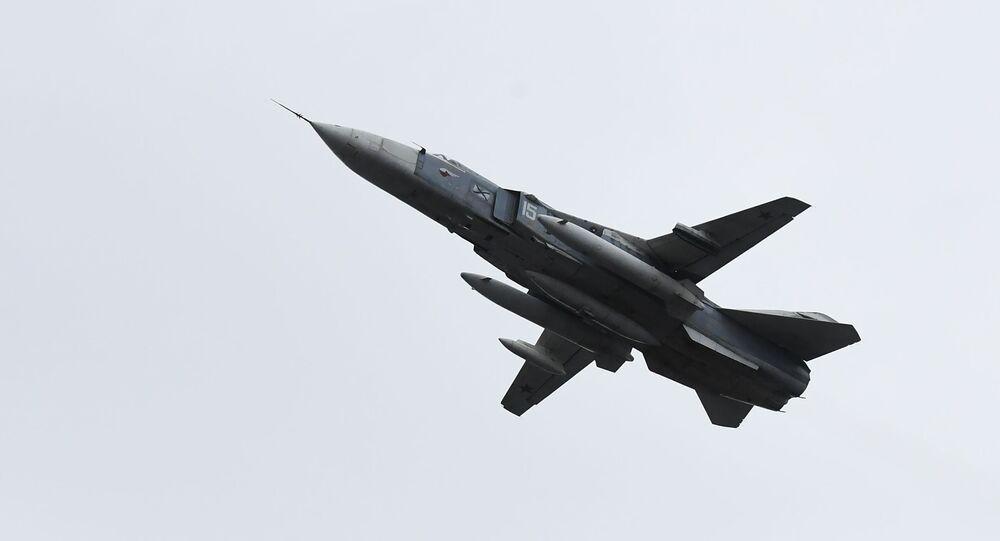 Voo de caça-bombardeiro Su-24M (imagem referencial)