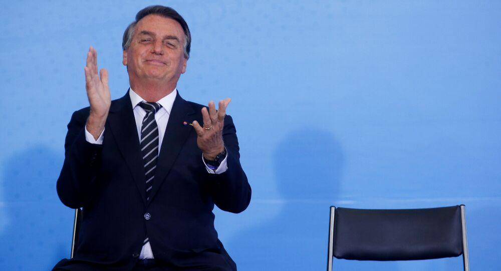 O Presidente Jair Bolsonaro reage durante a cerimônia do Dia Nacional do Voluntariado no Palácio do Planalto em Brasília, Brasil, 26 de agosto de 2021