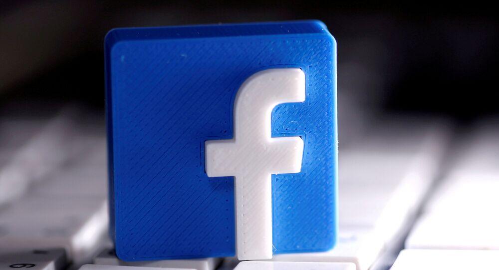 Logotipo do Facebook tridimensional impresso em um teclado em 25 de março de 2020