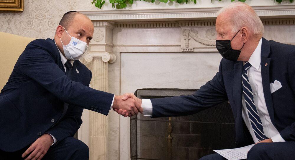 Presidente dos EUA, Joe Biden (d), com o primeiro-ministro israelense Naftali Bennett na Casa Branca em 27 de agosto de 2021