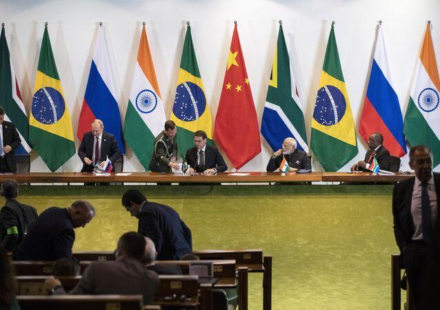 Da esquerda para a direita, Xi Jinping, presidente da China, Vladimir Putin, presidente da Rússia, Jair Bolsonaro, presidente do Brasil, Narendra Modi, primeiro-ministro da Índia, e Cyril Ramaphosa, presidente da África do Sul, após reunião do BRICS no Palácio do Itamaraty em Brasília, Brasil, 14 de novembro de 2019
