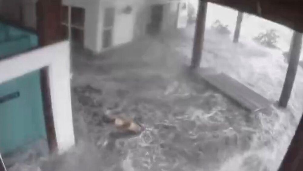 Água chega a uma casa de praia após furacão Ida atingir o estado da Louisiana, EUA, 29 de agosto de 2021