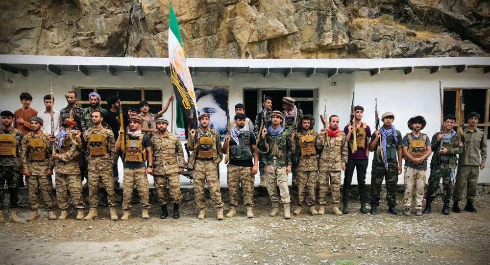 Combatentes se preparam para se defender das forças talibãs na província de Panjshir, Afeganistão, 22 de agosto de 2021