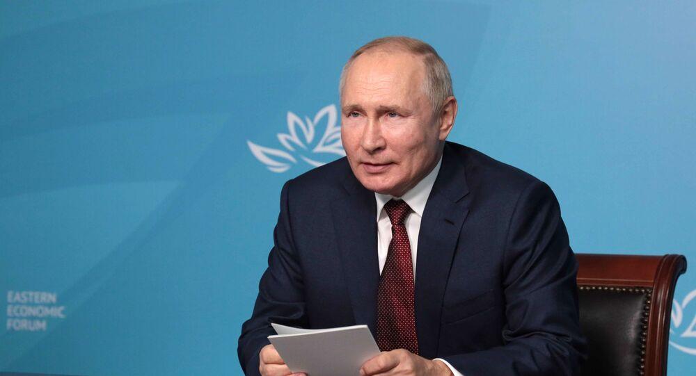 Presidente russo Vladimir Putin participa, através de videoconferência, do Fórum Econômico do Oriente em Vladivostok, 2 de setembro de 2021
