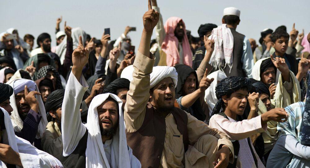 Apoiadores do Talibã celebram a retirada completa de tropas americanas do Afeganistão, Kandahar, 1º de setembro de 2021