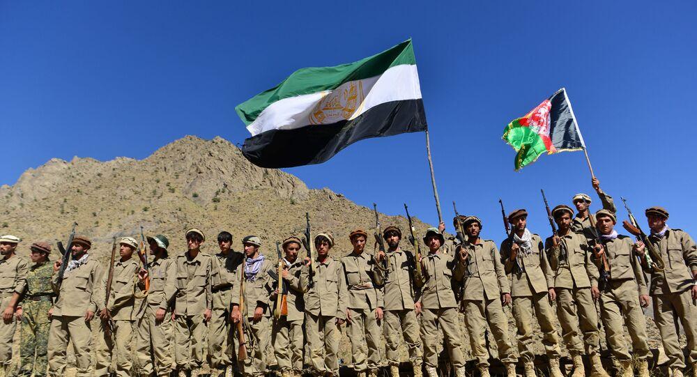 Frente de Resistência anti-Talibã (organização terrorista proibida na Rússia e em vários outros países) participa de treinamento militar na área de Malimah, distrito de Dara, província de Panjshir, Afeganistão, 2 de setembro de 2021