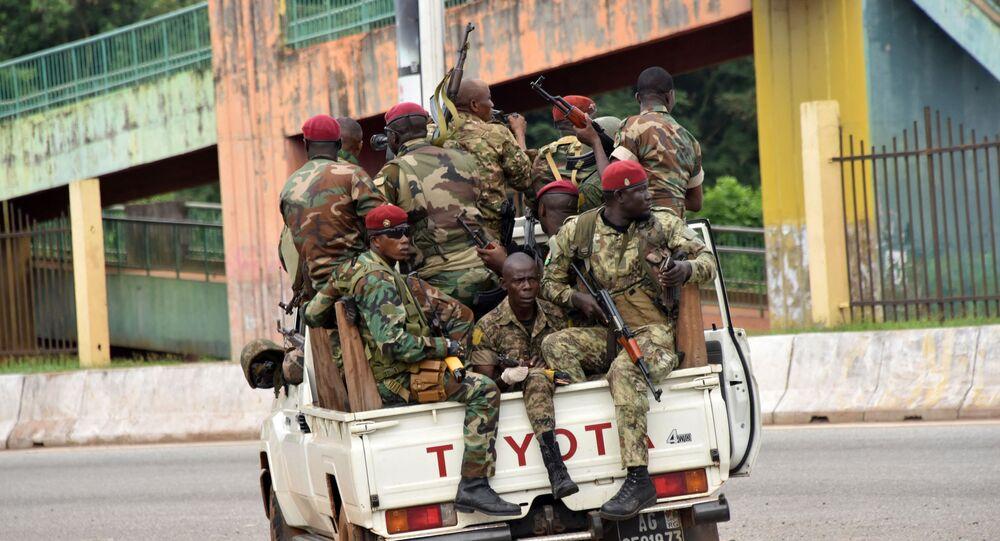 Membros das Forças Armadas da Guiné durante o golpe militar no país, 5 de setembro de 2021