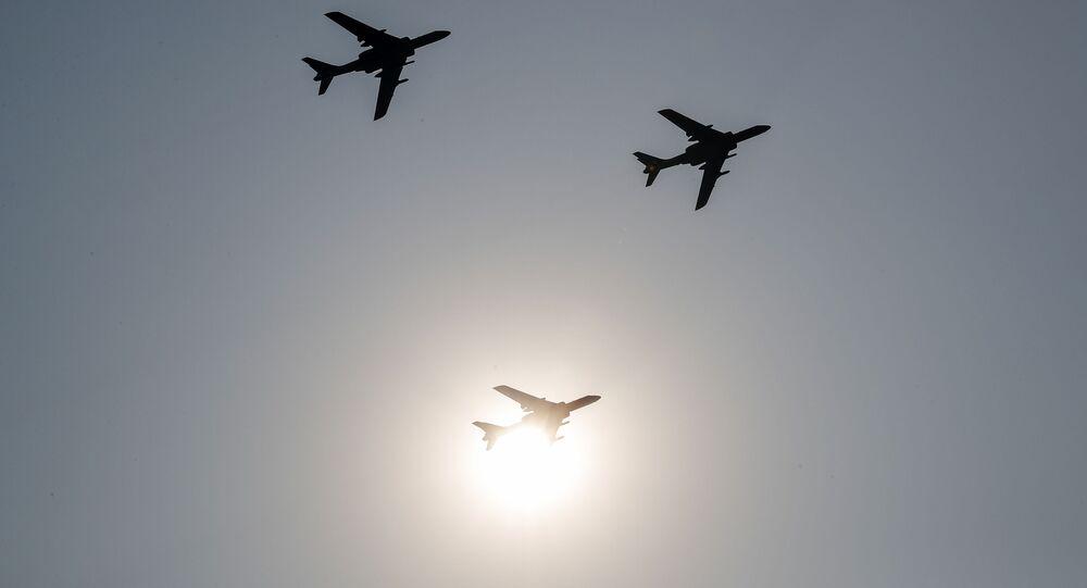Bombardeiros H-6 da China voando em formação (imagem referencial)