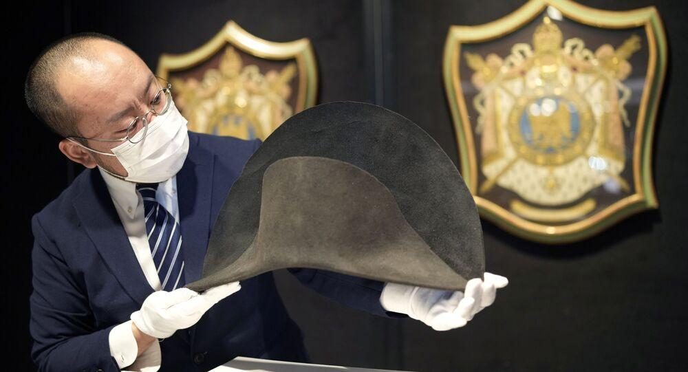 Chapéu bicorne militar de inverno que pertenceu ao imperador francês Napoleão Bonaparte (1769-1821) é exibido antes de um leilão em Bonhams, Hong Kong, China, 3 de setembro de 2021