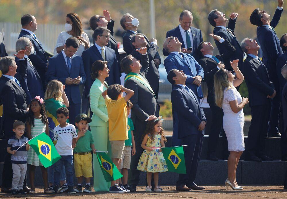 Presidente Jair Bolsonaro e seus apoiadores observando as celebrações do Dia da Independência, em 7 de setembro de 2021