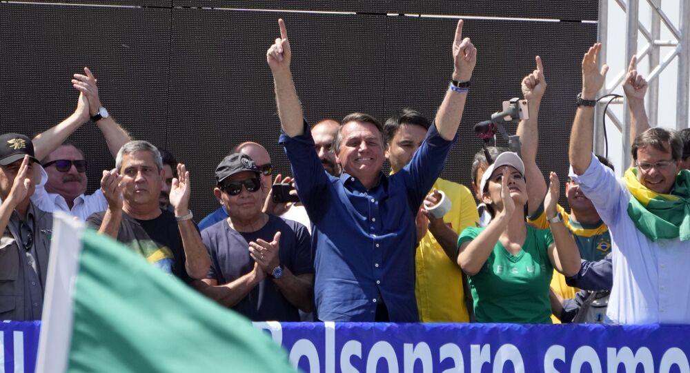 Presidente brasileiro Jair Bolsonaro festejando com seus apoiadores Dia da Independência, em 7 de setembro de 2021