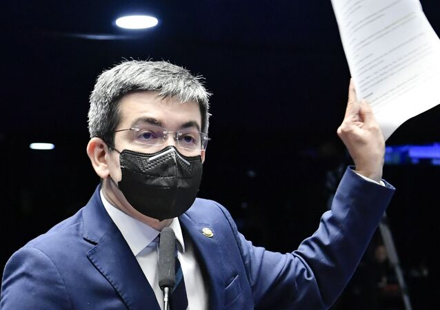 À bancada, em pronunciamento no Congresso, senador Randolfe Rodrigues (Rede-AP), 2 de setembro de 2021