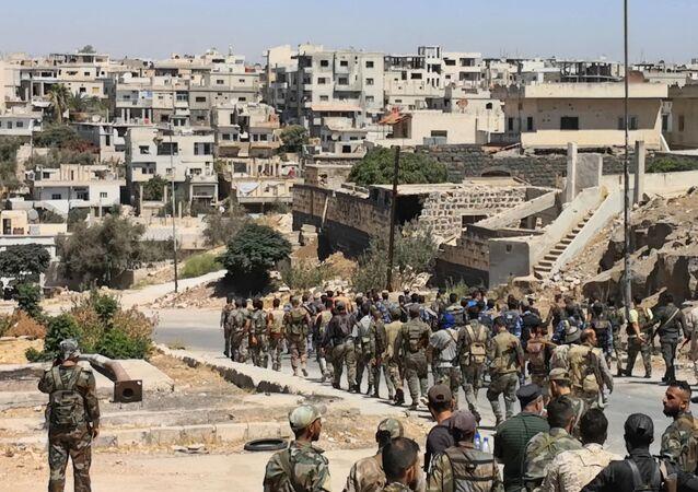 Foto divulgada pela agência SANA em 8 de setembro de 2021 mostra o Exército sírio entrando na província de Daraa al-Balad
