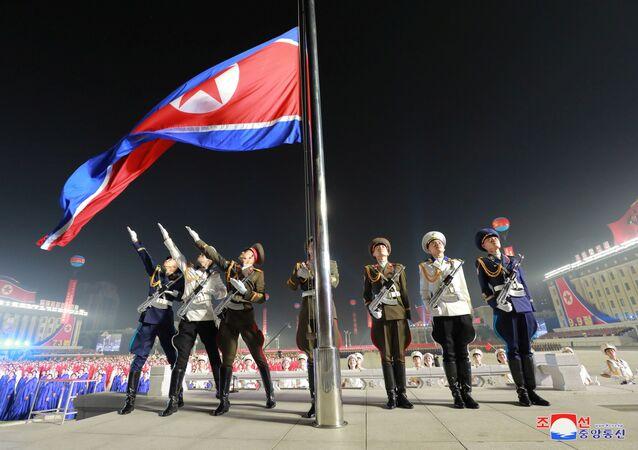 Soldados norte-coreanos participam da parada em Pyongyang, Coreia do Norte, 9 de setembro de 2021