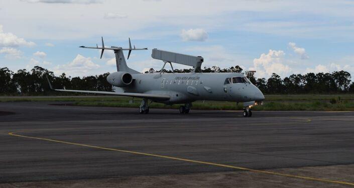 Avião radar E-99 da FAB, utilizado para interceptar aeronave que entrou sem autorização no espaço aéreo brasileiro