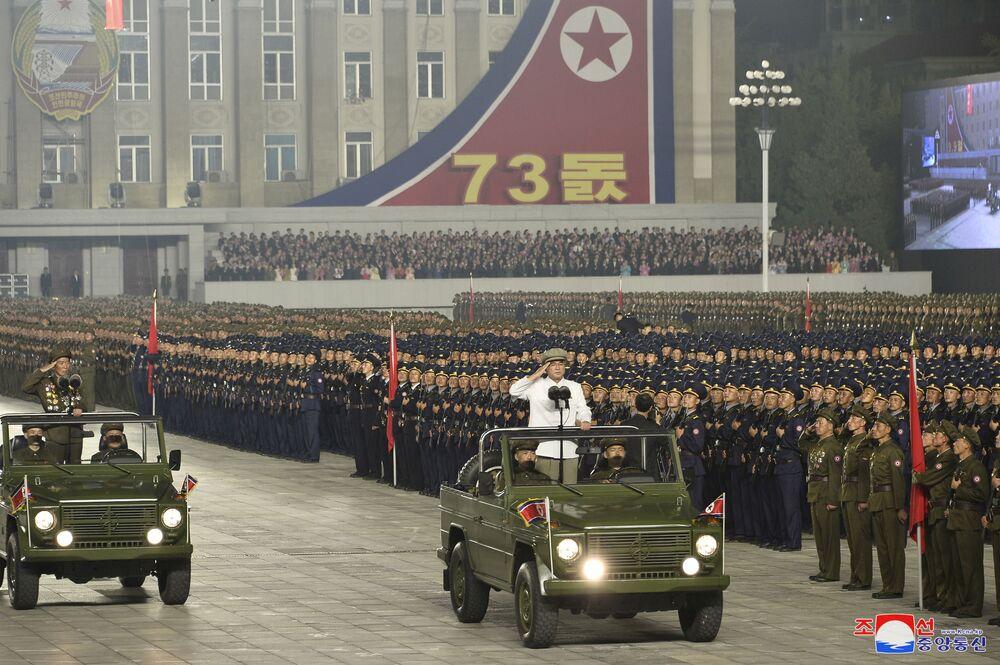 Parada militarizada na Coreia do Norte em 9 de setembro de 2021