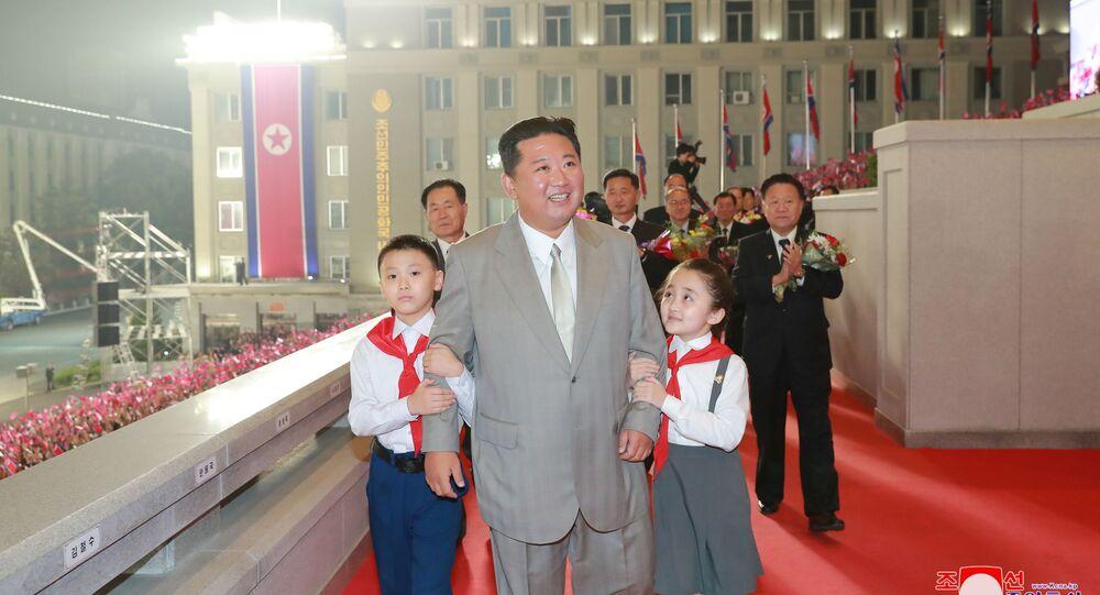 Líder norte-coreano chega ao desfile militar dedicado ao 73º aniversário da fundação do país, praça Kim Il Sung, Pyongyang, 9 de setembro de 2021