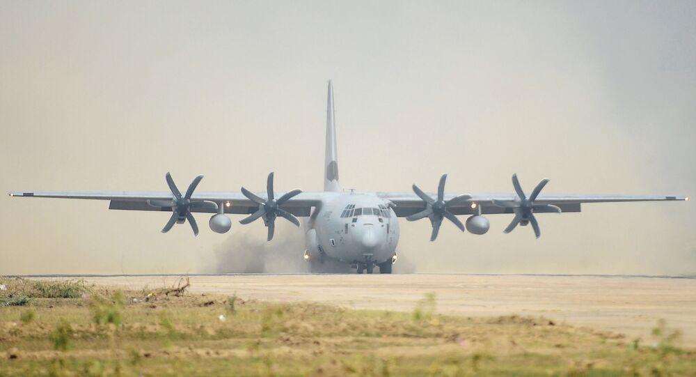 Avião C-130J da Força Aérea da Índia pousa durante exercícios militares