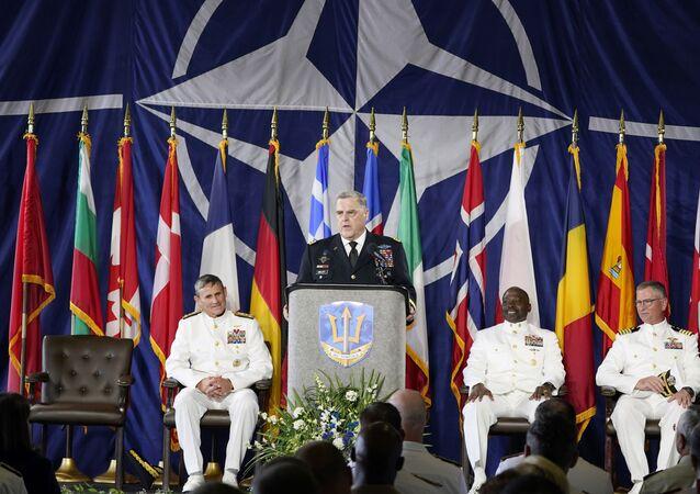 Chefe do Estado-Maior Conjunto, general Mark Milley, fala durante cerimônia que marca a conclusão da operação do Comando da Força Conjunta da OTAN a bordo do USS Kearsarge na Estação Naval de Norfolk, 15 de julho de 2021
