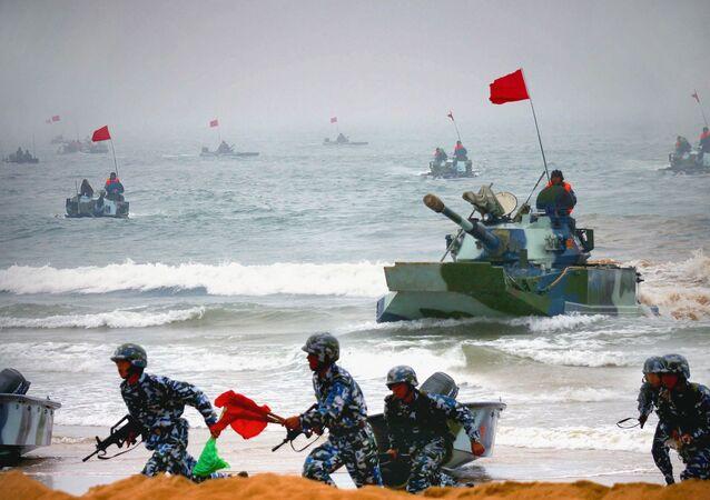 Exercícios militares celebrados na província de Shandong, na China