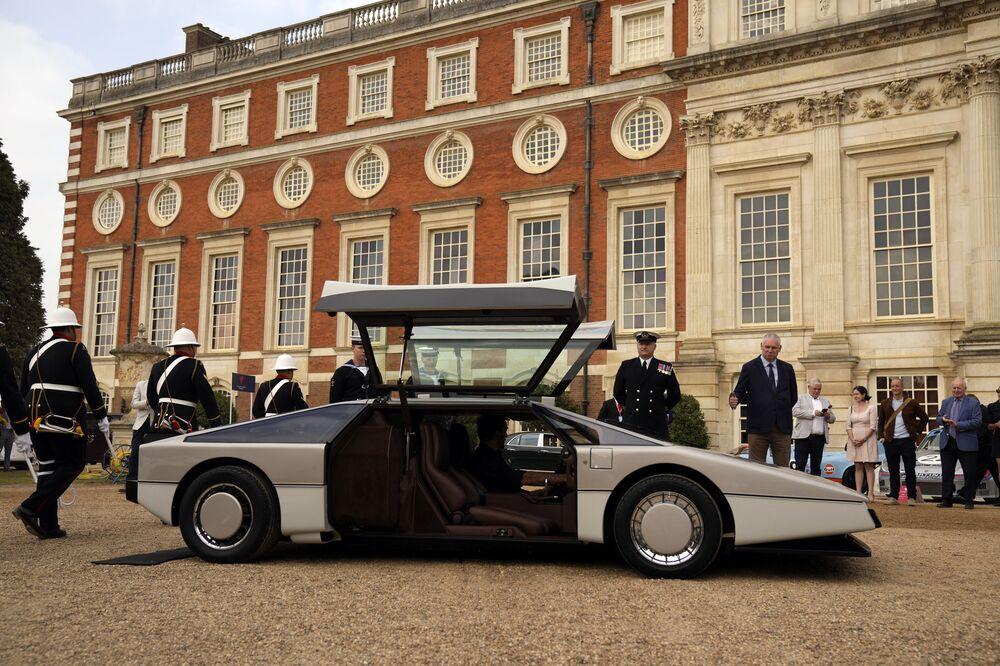 Conceito de carro Aston Martin Bulldog de 1979, único fabricado de seu tipo, durante apresentação no Reino Unido após ser restaurado, 3 de setembro de 2021