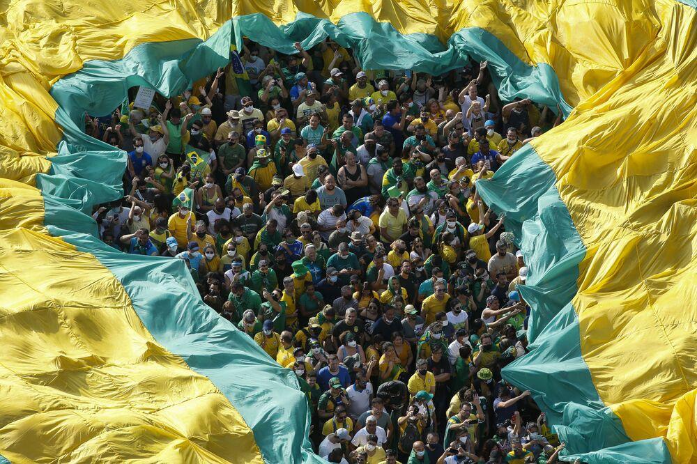 Pessoas participam de manifestação em apoio ao presidente Jair Bolsonaro em São Paulo, no Dia da Independência do Brasil, 7 de setembro de 2021