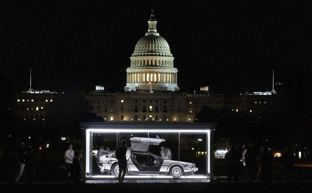 Carro DeLorean DMC-12 do filme De volta para o futuro, de 1981, é exibido em Washington, 4 de setembro de 2021
