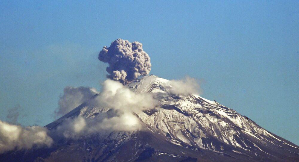 Erupção do vulcão Popocatépetl, na Cidade do México